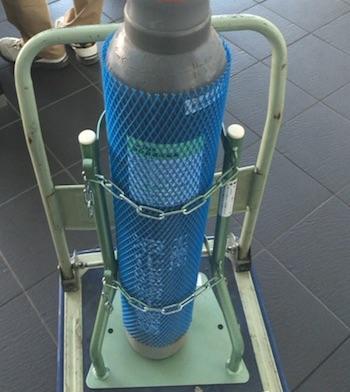 亜酸化窒素のガスボンベを実験用...